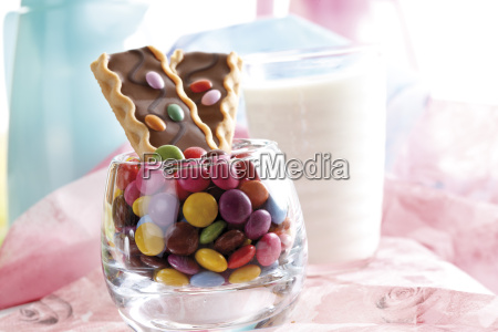 chocolate biscuit bar with chocolate drops