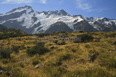 neuseeland einoede bergkette buschland landschaftsbild landschaft