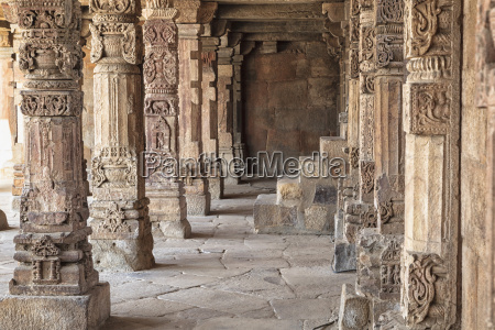 india delhi pillars in qutb compler