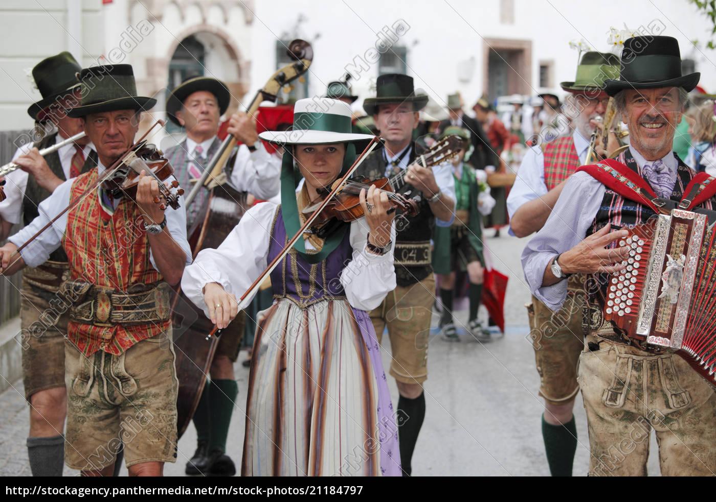 österreich, steiermark, salzkammergut, ausseer, land, menschen, feiern, narzissenfest, in, bad - 21184797