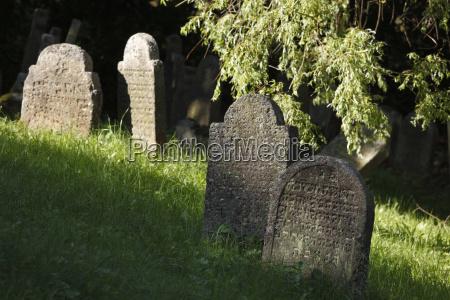 religion mahnmal gedenkstaette tod stein sonnenlicht