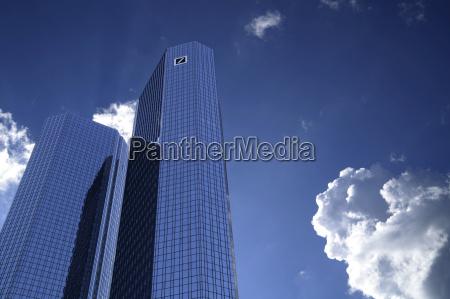 bank kreditinstitut geldinstitut stadt zukunft wolke