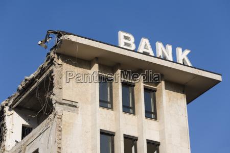 bank kreditinstitut geldinstitut schreiben schreibend schreibt
