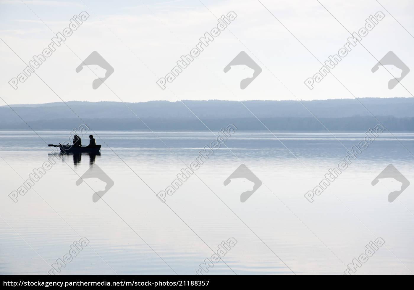 deutschland, bayern, fischer, im, boot, am, ammersee - 21188357