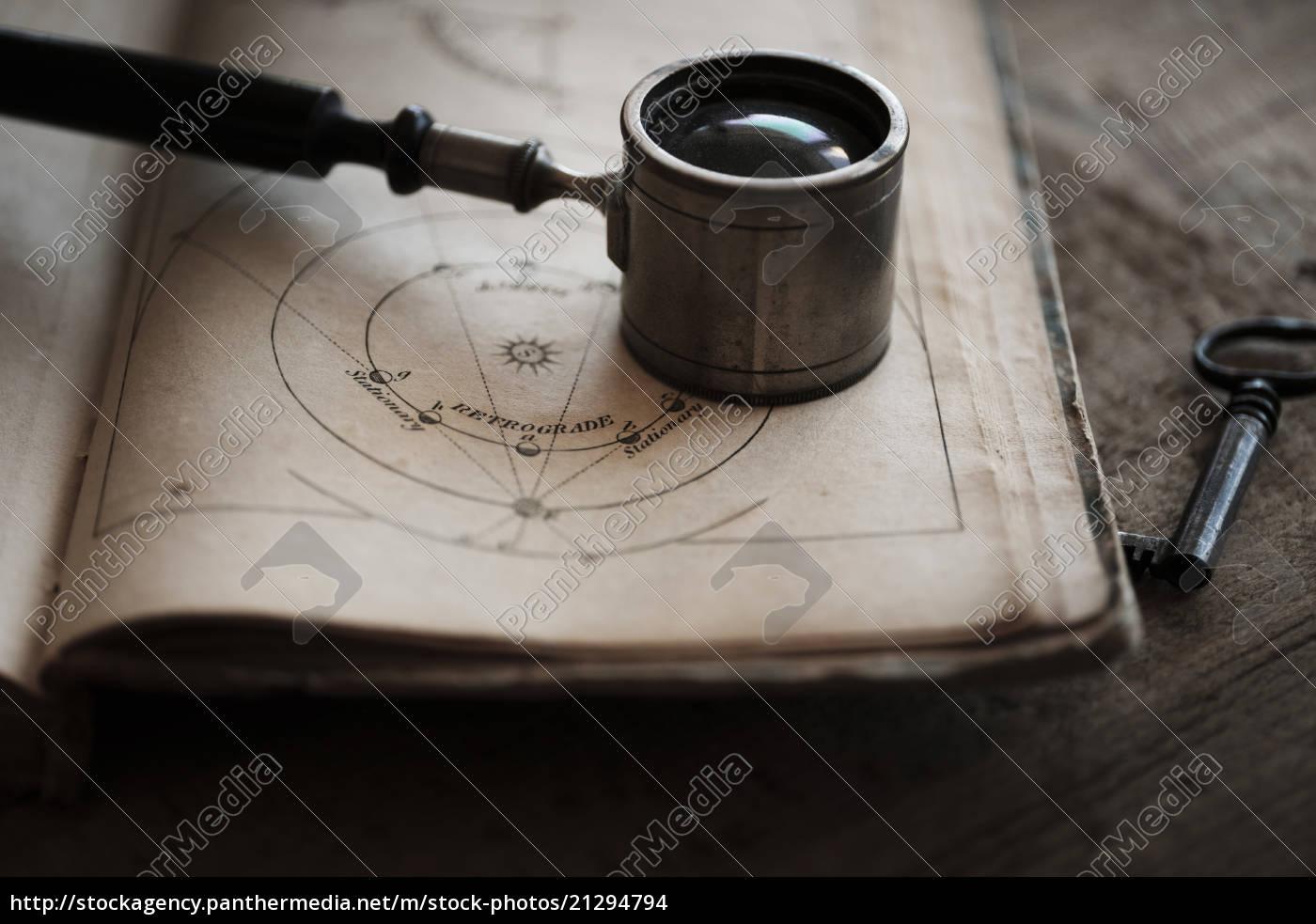 antique, lupe, und, buch - 21294794