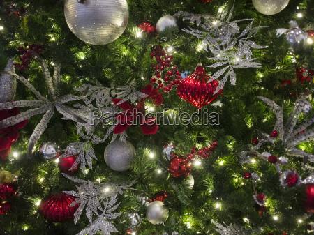 horizontal waagerecht weihnachtsbaum weihnachtszeit christbaumkugel ballen