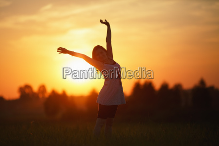 frau lebensstil sonnenuntergang sonnenaufgang abendrot freiheit