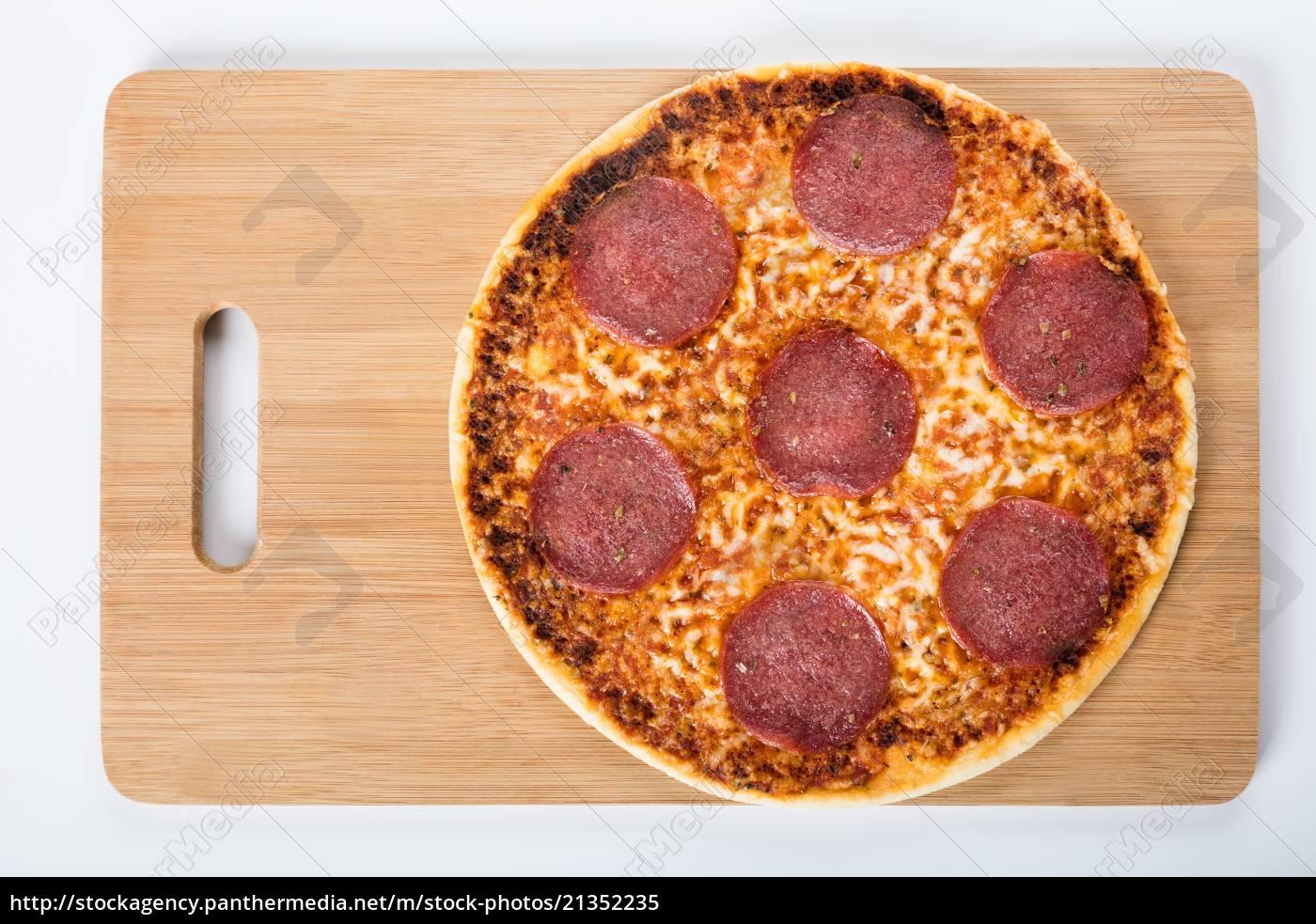 erhöhte, ansicht, einer, hausgemachten, pizza, salami - 21352235