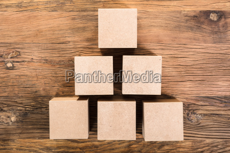 wooden, cube, arrangiert, in, pyramide, form - 21352371