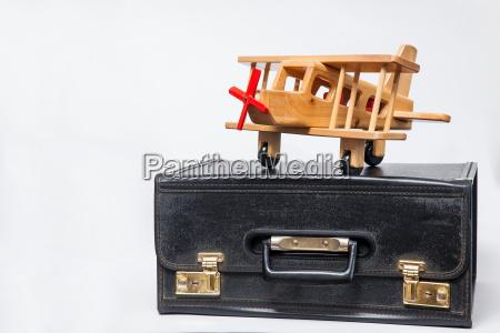 reisekonzept retro stil koffer und doppeldecker