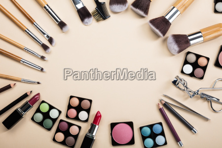 makeup brushes and make up products