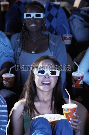 frau die 3d film im theater