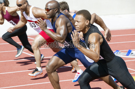 leichtathletik sprinting auf laufstrecke
