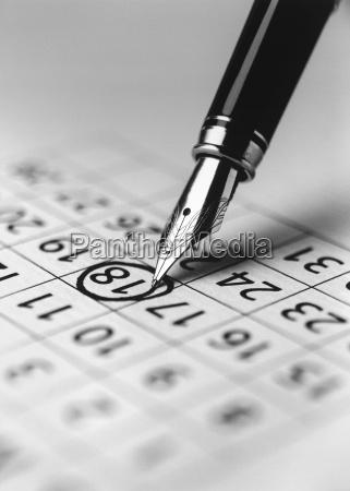 spitze des fuellfederhalter markierungsdatum im kalender
