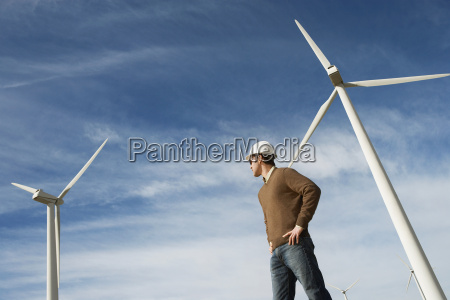 ingenieur am windpark