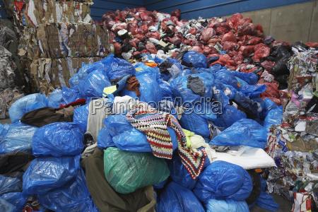muelltonnen bei recycling anlage