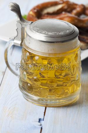 bier und nuernberger bratwurst