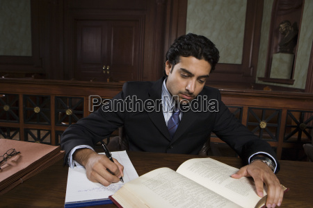 maennlich advocate reading law book
