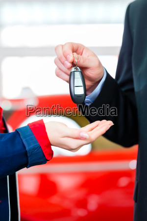woman with key to new auto