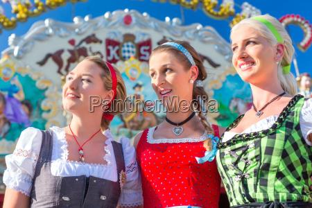 freunde die bayerische messe spass haben