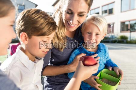 mum and children having veggie lunch