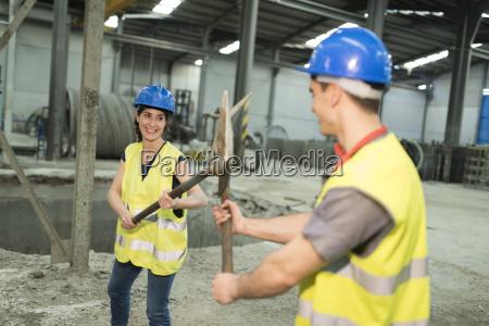 kampf kaempfen industrie verspielt arbeitskleidung zusammenarbeit
