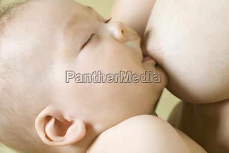 bebe ninyo lactancia materna