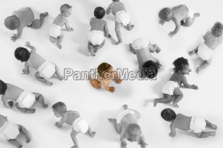 portraet von baby maedchen auf dem