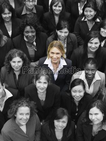 grosse gruppe multi ethnische geschaeftsfrauen die