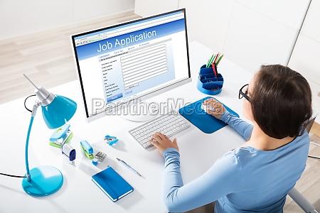 geschaeftsfrau gefuehl job bewerbung