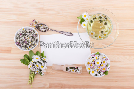 tea with daisies and copy space