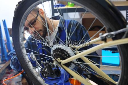 pumpen das fahrrad das fahrrad pumpen