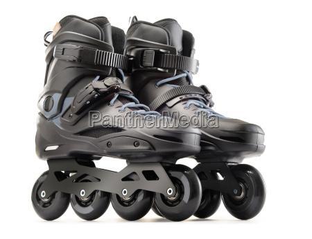 paar schwarze inline skates isoliert auf
