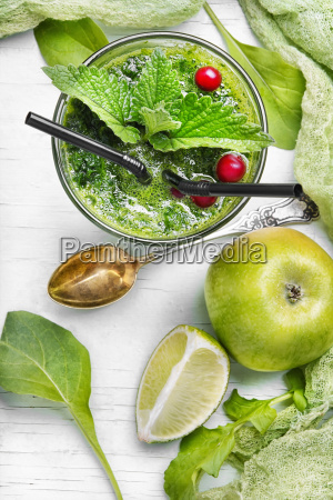 smoothie with spinach and apple