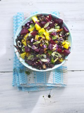 schwarzer reissalat mit rote bete und