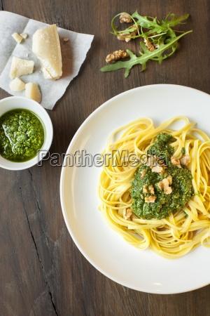bavette pasta mit rucola pesto und