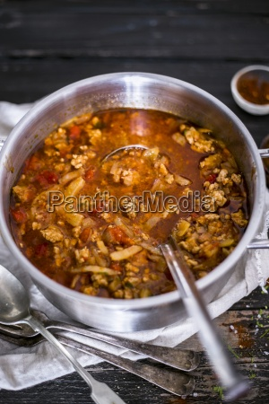 eintopf mit hackfleisch kohl paprika und