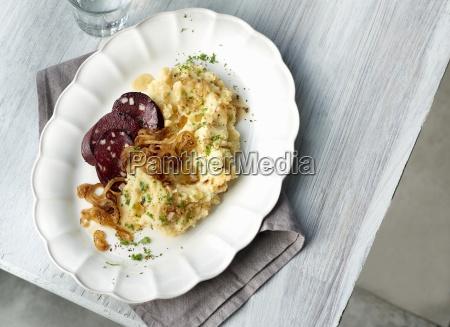onion potato stomp with fried blood