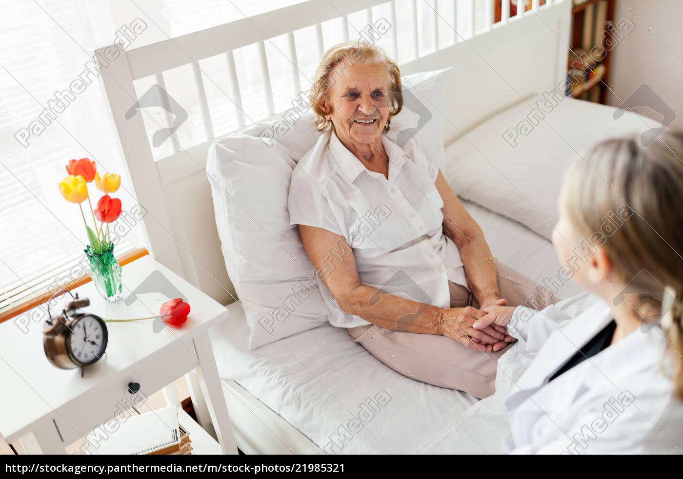 pflege, für, ältere, menschen., doktor, besucht - 21985321