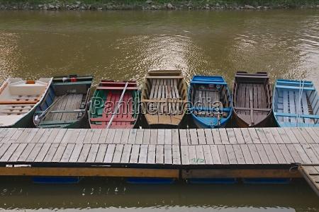 fischerboote an einem pier