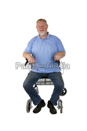 senior mit rollator
