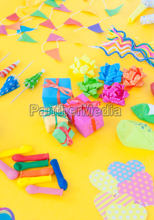 buntes party zubehoer
