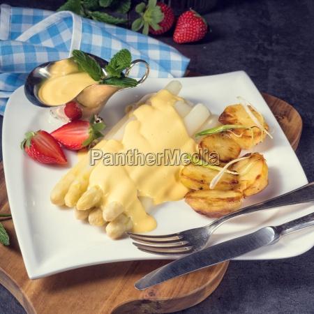 asparagus hollandaise sauce and baked potatoes