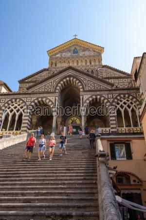 treppe zur kathedrale von amalfi in