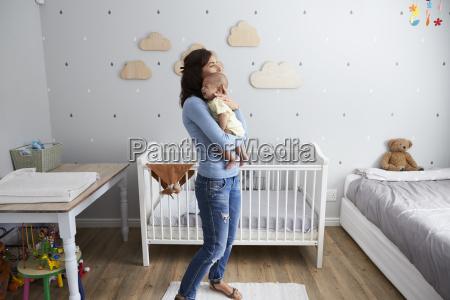 mutter die neugeborenen baby sohn im