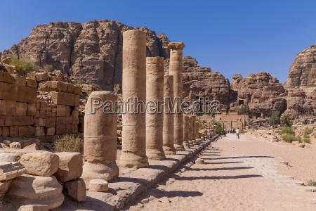 jordan petra kolonnadenstrasse und temenos gate