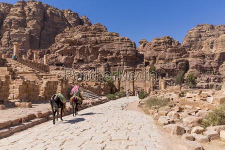 jordanien petra temenos gate und qasr