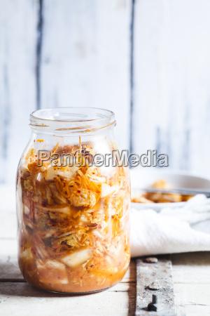 glas selbst gemachtes koreanisches kimchi mit