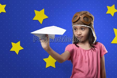 froehlich asiatischen kind mit flieger hut