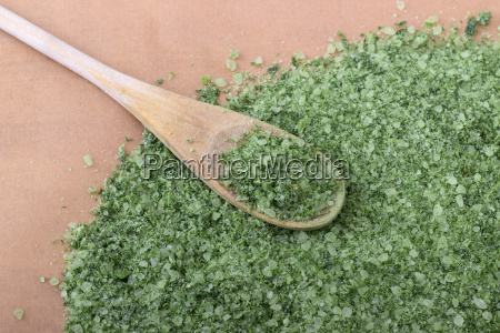 green herbal salt from wild garlic